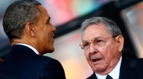 Barack Obama junto a Raúl Castro