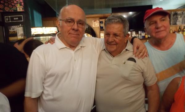 Adrián Amodio, director de Radio Cooperativa AM770, con Gerardo Hernández Nordelo, héroe cubano en el Palacio de las Convenciones